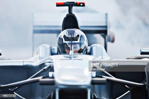 Rennen Auto fahren auf der Rennstrecke