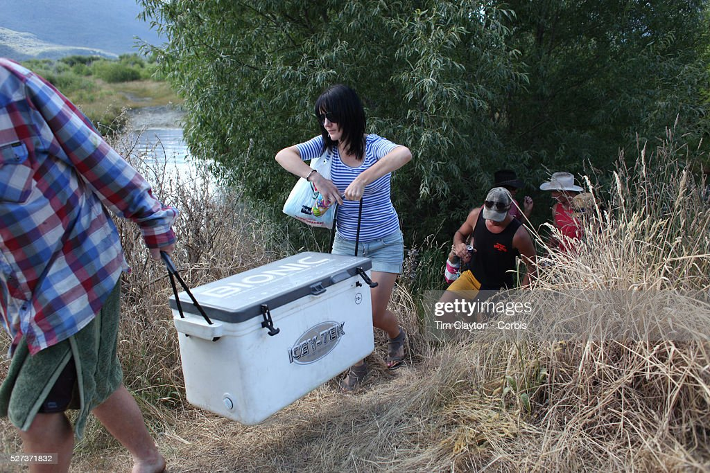Glenorchy Country Race meeting, Glenorchy, Otago, New Zealand : News Photo