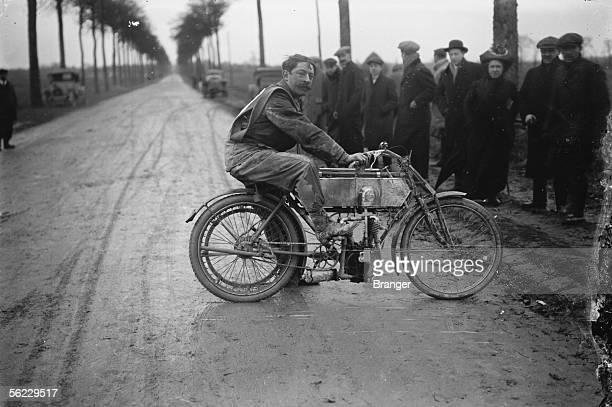 Race of motorbike in Melun Dubost on Rene Gillet 1911 BRA68464