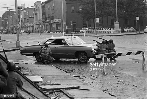 Race Riots At Newark New Jersey New Jersey Newark 17 Juillet 1967 Graves emeutes raciales près de New York à un carrefour desert des sentinelles de...