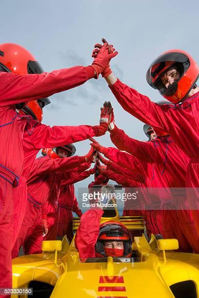 race team high five over winning racecar - autosport stock-fotos und bilder