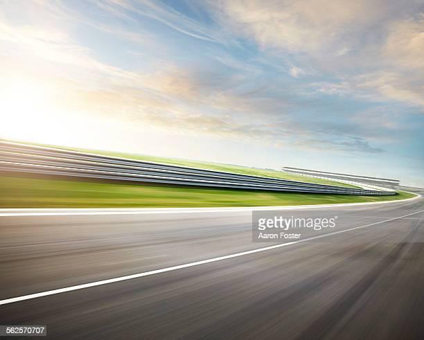 race track - leitplanke stock-fotos und bilder