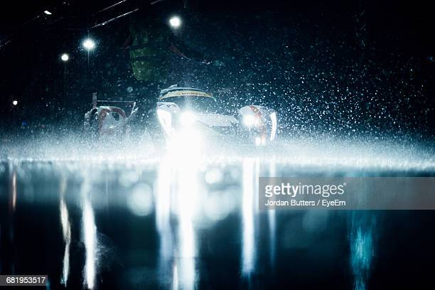 racecar at pit stop during rain at night - motorsport stock pictures, royalty-free photos & images