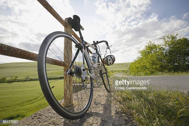 racer bike parked on roadside by the railing - クランクセット ストックフォトと画像