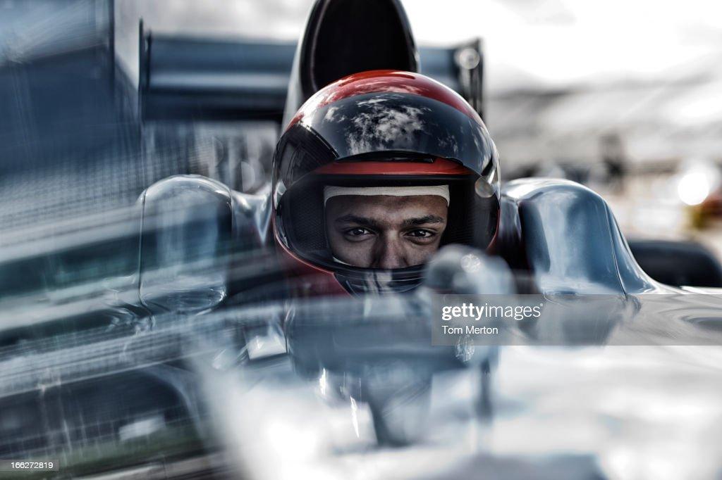 Racer sentado no carro : Foto de stock