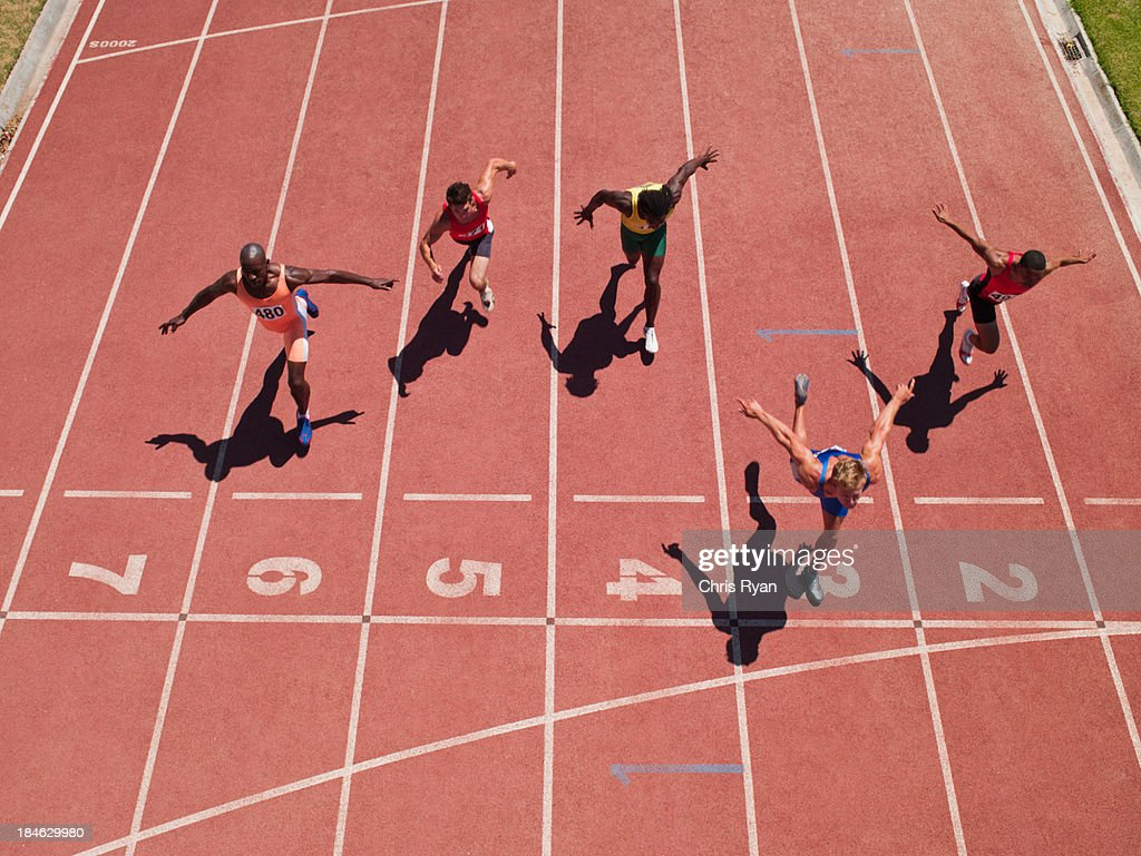 Racers at the start line on a track : Stockfoto