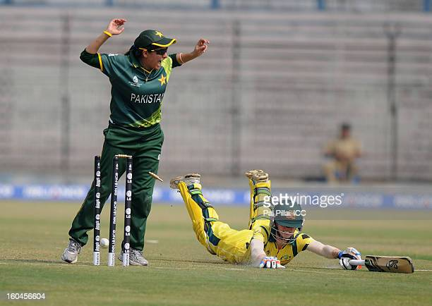 Rachael Haynes of Australia gets run out by pakistan captain Sana Mir during the second match of ICC Womens World Cup between Australia and Pakistan...