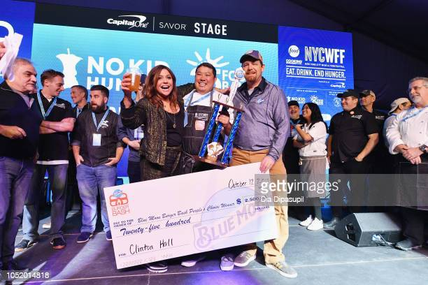 Rachael Ray and Eric Rentz pose with the Blue Moon's People's Choice Award for his signature burger 'The Double Smash' during the Food Network...