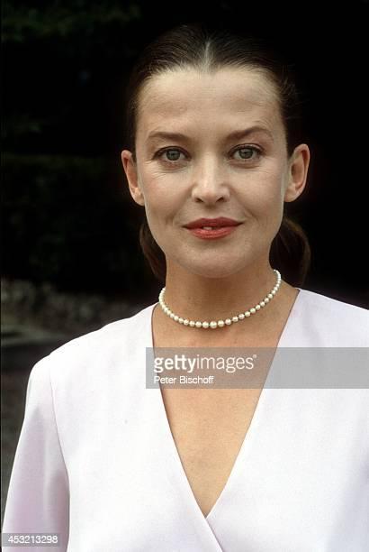 Rachel Cathoud in 20teiliger ARD/ORFSerie In bester Gesellschaft am in Como am Comer See Italien