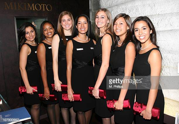 Rachel Geragos Shannon Bowman Eliza Walper Camille Clark 2006 Rose Queen Alyssa Jones Carolyn Loo and Michelle Corrao