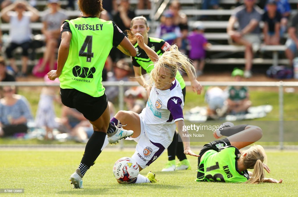 Rachel Hill of Perth in action during the round five W-League match between Canberra United and Perth Glory at McKellar Park on November 25, 2017 in Canberra, Australia.
