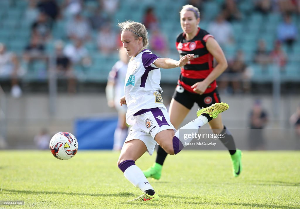 Rachel Hill of the Glory controls the ball during the round six W-League match between the Western Sydney Wanderers and the Perth Glory at Marconi Stadium on December 1, 2017 in Sydney, Australia.