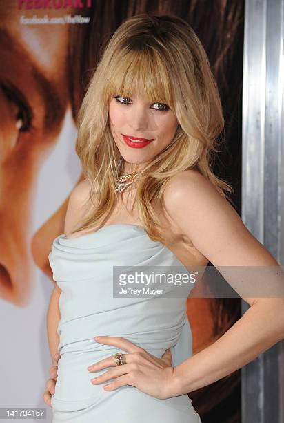 """Rachel McAdams arrives at """"The Vow"""" Los Angeles Premiere at Grauman's Chinese Theatre on February 6, 2012 in Hollywood, California."""