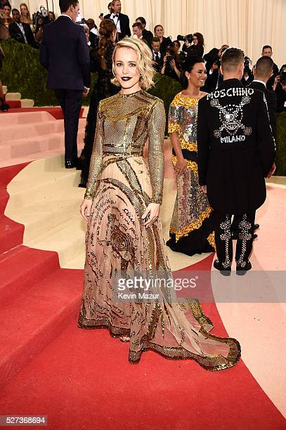 """Rachel McAdams attends """"Manus x Machina: Fashion In An Age Of Technology"""" Costume Institute Gala at Metropolitan Museum of Art on May 2, 2016 in New..."""