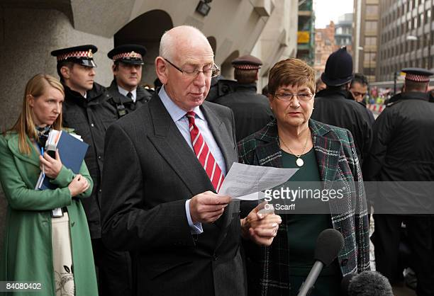 Rachel Nickell's parents Andrew and Monica Nickell speak to the media outside the Old Bailey court on December 18 2008 in London England Broadmoor...
