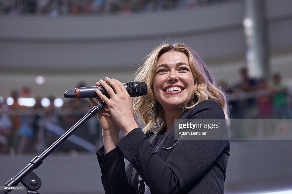 Rachel Platten Visits The Mall Of America