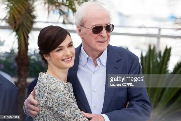 Rachel Weisz et Michael Caine lors du photocall du film Youth' pendant le 68eme Festival du Film Annuel au Palais des Festivals le 20 mai 2015 Cannes...