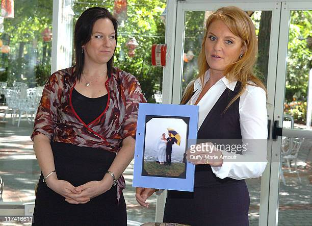 Rachel Wright New Zealand grand prize winner of the 2006 Weight Watchers Inspiring Stories of the Year Contest and Sarah Ferguson Duchess of York