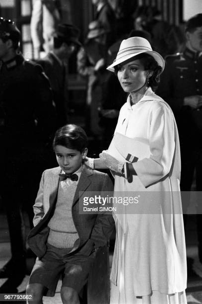 Rachid Ferrache et Marie-France Pisier sur le tournage du film 'L'as des as' réalisé par Gérard Oury à Munich le 30 avril 1982, Allemagne.