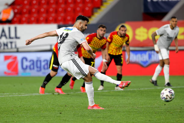 TUR: Göztepe v Beşiktaş - Süper Lig