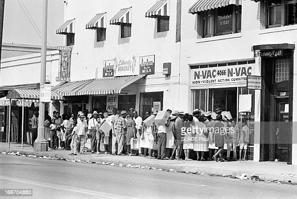 Racial Riots In Los Angeles In 1965. Etats-Unis, Los Angeles, 19 aout 1965, au sud de la ville, des émeutes raciales font rage dans le quartier noir...