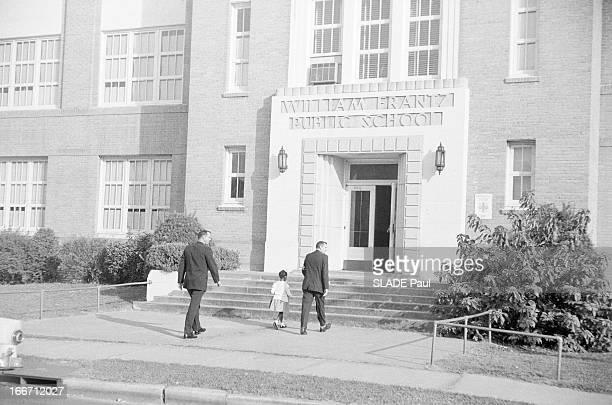 A Family Of White Race For The Integration Of An AfroAmerican In The Public High School 'William Frantz' In New Orleans Aux EtatsUnis en Louisiane...