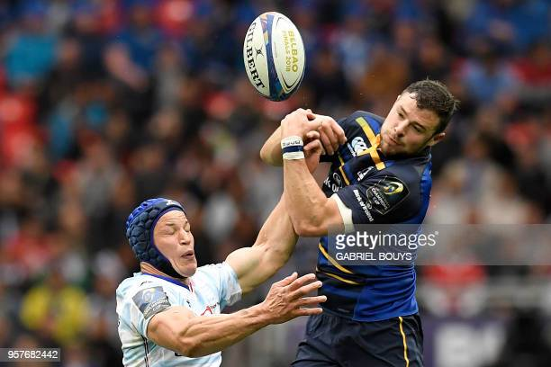 TOPSHOT Racing 92's French flanker Wenceslas Lauret challenges Leinster's Irish centre Robbie Henshaw during the 2018 European Champions Cup final...