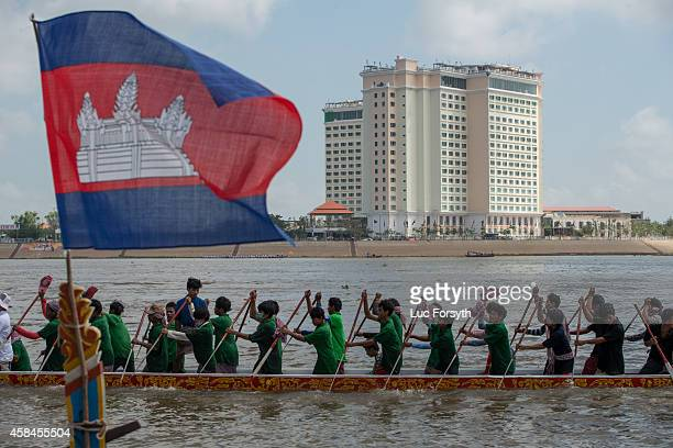 A racing boat moves along the Tonle Sap after having finished a race during the Water Festival on November 5 2014 in Phnom Penh Cambodia Though the...