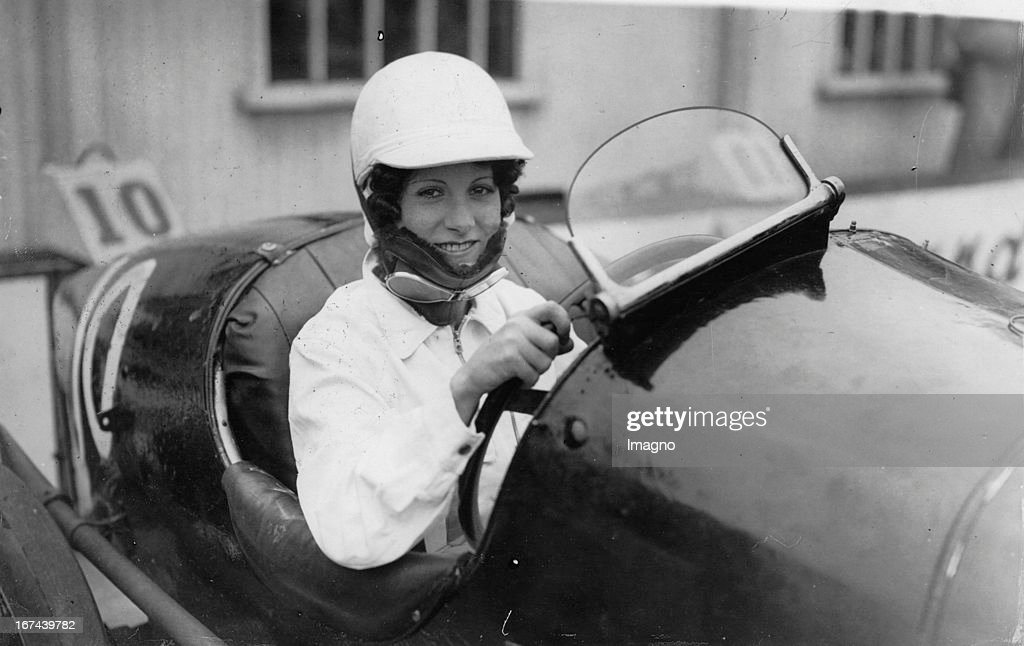 Racing driver Paddy Naismith in their race car on the track Brooklands. About 1930. Photograph. (Photo by Imagno/Getty Images) Die Rennfahrerin Paddy Naismith in ihrem Rennauto auf der Rennstrecke Brooklands. Um 1930. Photographie.