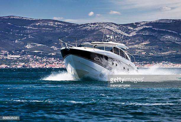 Racing speed boat