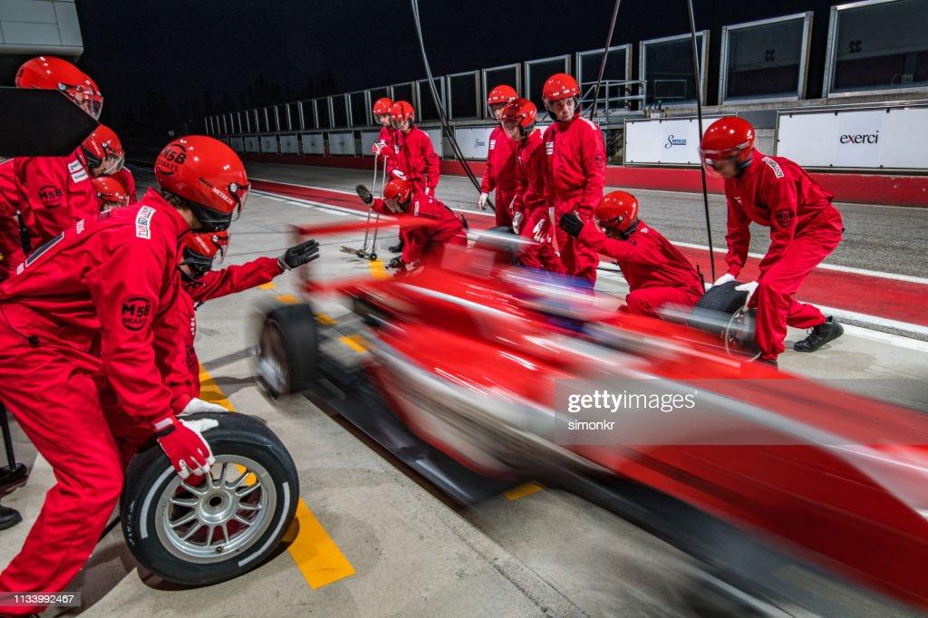 Racing team werken bij pit stop : Stockfoto