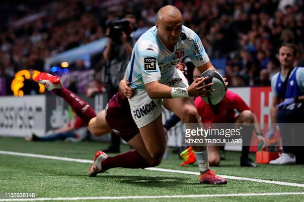 Racing92's Irish winger Simon Zebo runs to score a try during the French Top 14 rugby union match between Racing Metro 92 and BordeauxBegles at the...