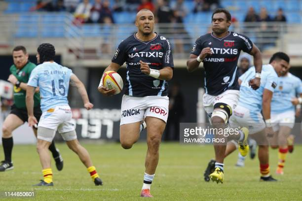 Racing92's Irish winger Simon Zebo runs to score a try during the French Top 14 Rugby Union match between Perpignan and Racing 92, at the Aime Giral...
