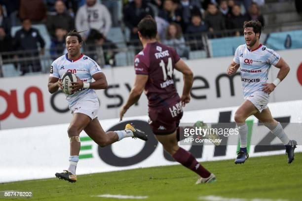 Racing-Metro's winger Teddy Thomas runs to score during the French Top 14 rugby union match between Racing Metro 92 and Union Bordeaux-Begles on...