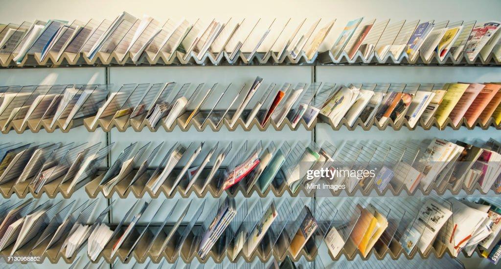 Racks of Brochures on Shelves : Stock-Foto