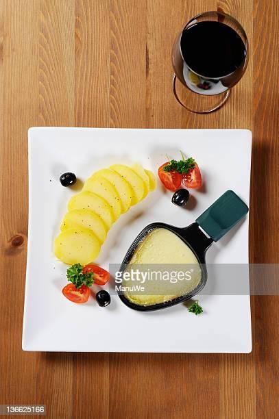 Raclette et vin rouge