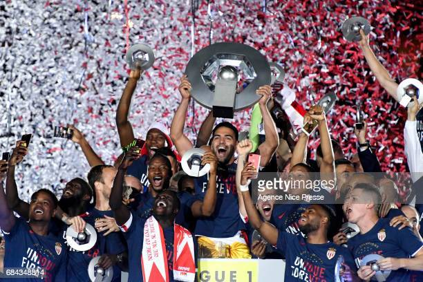 Radamel Falcao lift the trophy and players of Monaco celebrate the title after the Ligue 1 match between As Monaco and AS Saint Etienne at Stade...