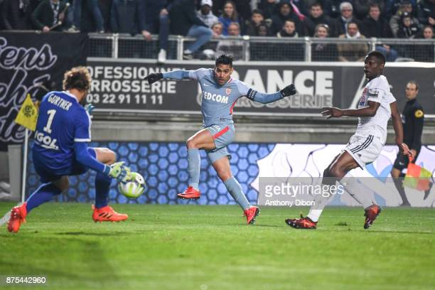 Radamel Falcao of Monaco misses his chance during the Ligue 1 match between Amiens SC and AS Monaco at Stade de la Licorne on November 17 2017 in...