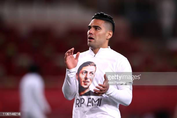 Radamel Falcao of Monaco warms up in a shirt paying tribute to Emiliano Sala during the Ligue 1 match between AS Monaco and FC Nantes at Stade Louis...