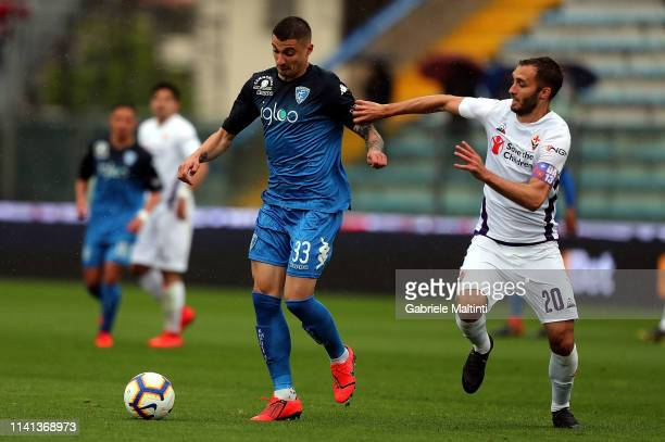Rade Krunic of Empoli FC in action against German Pezzella of ACF Fiorentina during the Serie A match between Empoli and ACF Fiorentina at Stadio...