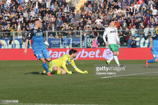 Rade Krunic of Empoli FC scores a goal during the Serie A match between Empoli and US Sassuolo at Stadio Carlo Castellani on February 17 2019 in...