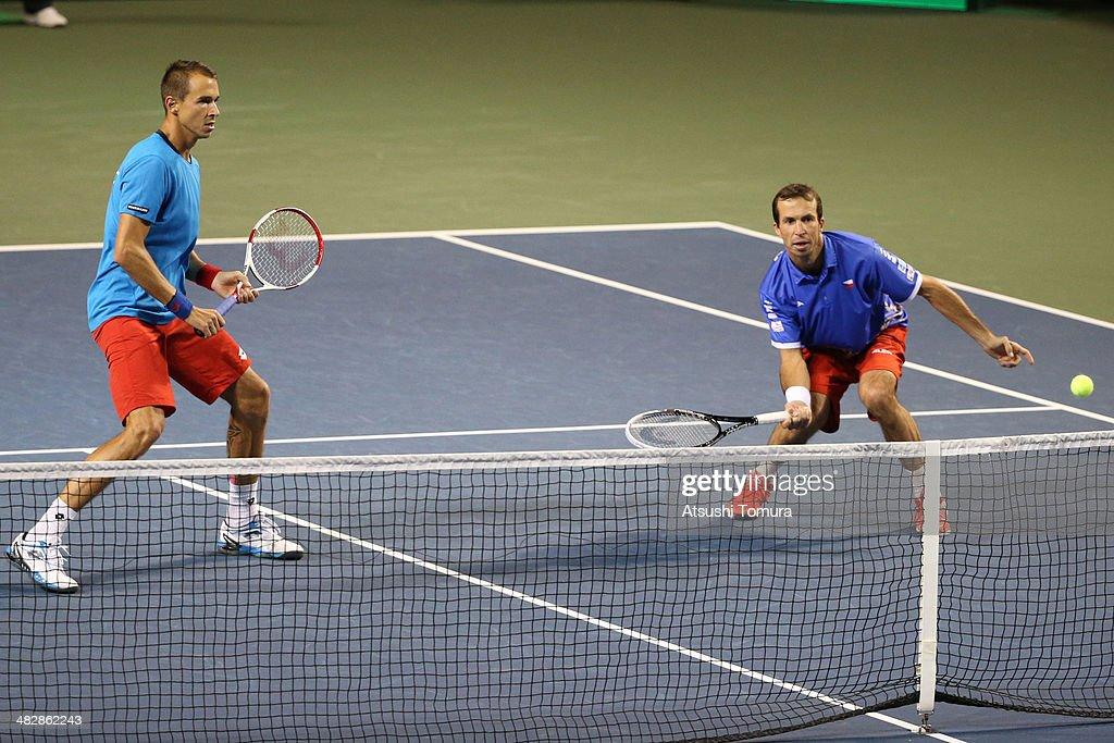 Japan v Czech Republic - Davis Cup World Group - DAY 2 : ニュース写真