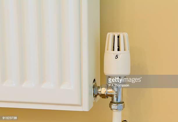 radiator and thermostat - 暖房用ラジエーター ストックフォトと画像