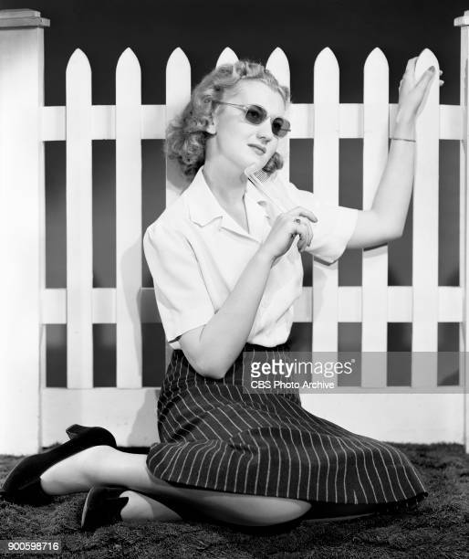Radio actress Alice Frost stars as Ruth Evans on the soap opera Big Sister She demonstrates beauty tips New York NY May 21 1941