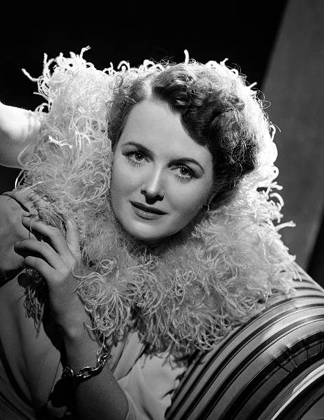 radio-actress-mary-astor-models-fashions
