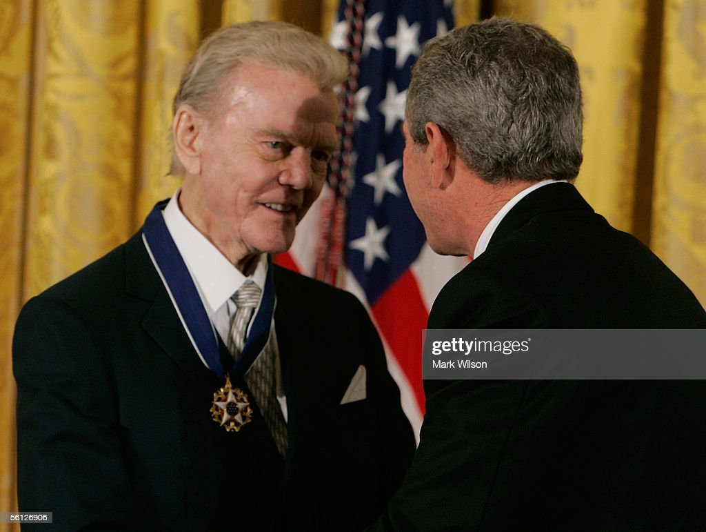 Bush Honors Presidential Medal Of Freedom Recipients : Nachrichtenfoto