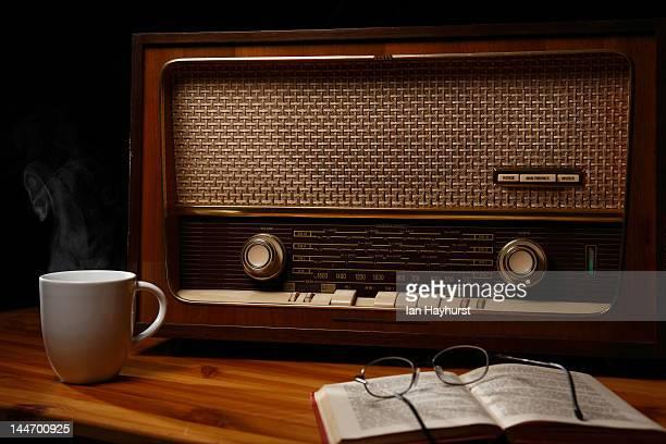 radio daze - radio antigua fotografías e imágenes de stock