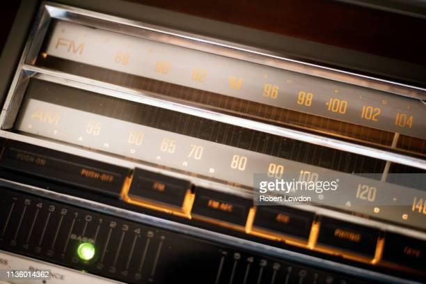 radio dial - radio hardware audio fotografías e imágenes de stock