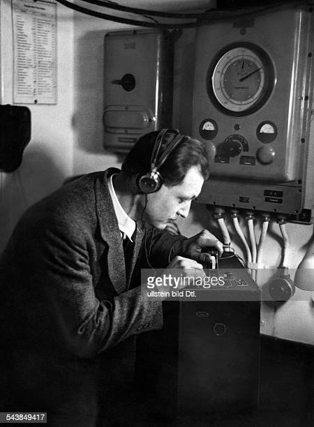 Radio engeneer at the amplifier Photographer Curt Ullmann Published by 'Hier Berlin' 08/1936Vintage property of ullstein bild