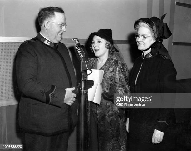 Radio guest and Hollywood screen actress Mary Pickford with Lieutenant Colonel AD Jackson Divisional Commander of Southern California for the...